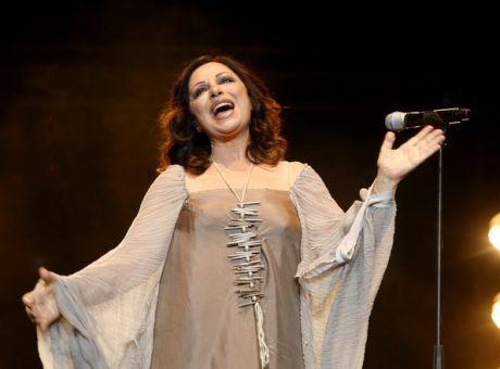 Η Χαρούλα Αλεξίου αφήνει το τραγούδι, αλλά ξεκινάει το θέατρο