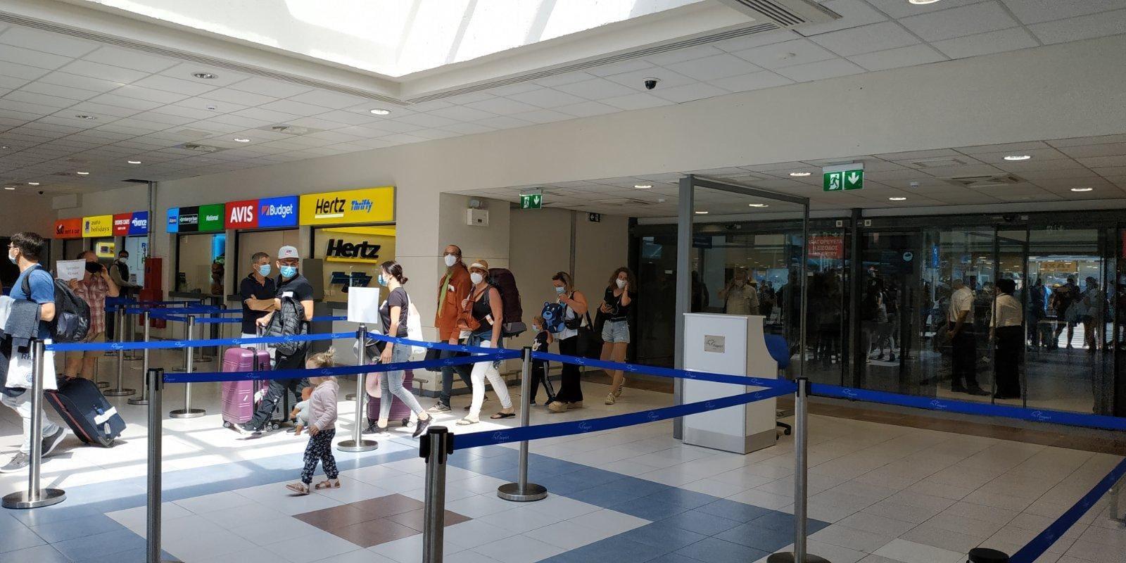 welcome to rhodes..Οι πρώτοι τουρίστες στο αεροδρόμιο Διαγόρας
