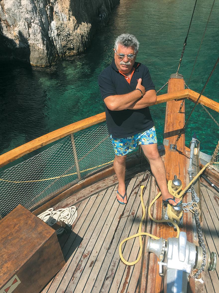 Η Κάλυμνος του Λευτέρη Λαζάρου «Έχει μια ανεξήγητη ενέργεια το νησί, πας μια φορά και δεν θες να ξαναφύγεις»