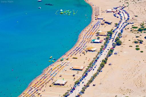 """Νέα δεδομένα στην παραλία """"Τσαμπίκας"""" . Η εταιρία Ανέμη- Ακταίον γκρουπ-  πλειοδότησε σε τρεις καντίνες και πόστα ."""