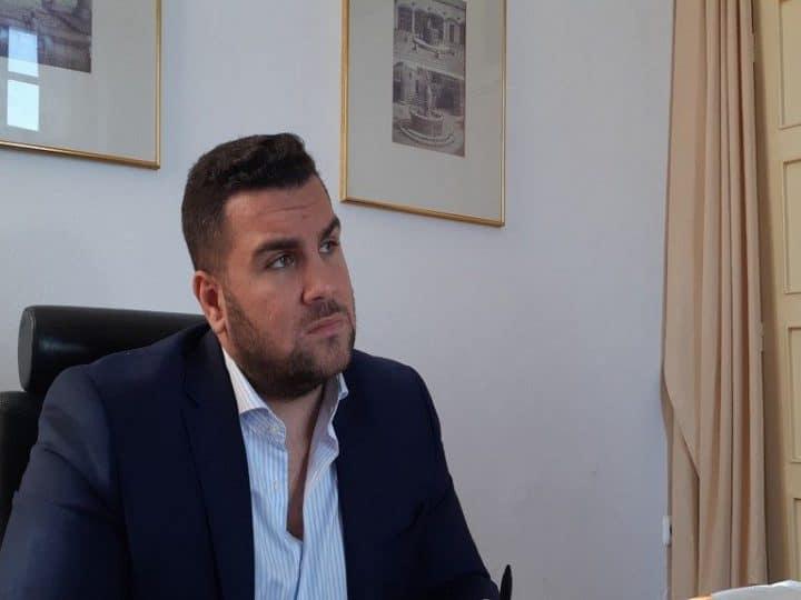 Έμπλεξαν σε απάτη δήθεν αγοράς τροφίμων τον Τηλέμαχο Καμπούρη