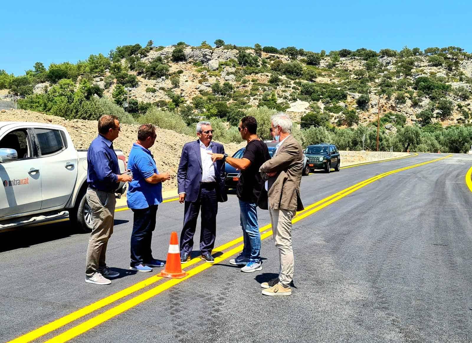 Παραδόθηκε σήμερα στην κυκλοφορία από την Περιφέρεια, η νέα, παράλληλη με τη  γέφυρα του ποταμού Μάκαρη οδός, στη θέση Χαράκι