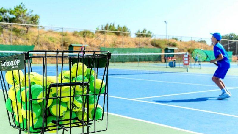 Tρία νέα γήπεδα τένις στη Ρόδο, από την Περιφέρεια Νοτίου Αιγαίου Παράλληλα με την επισκευή και συντήρηση των  υφισταμένων εγκαταστάσεων σε Καρακόνερο και Έλλη – Υπογραφή εργολαβικής σύμβασης