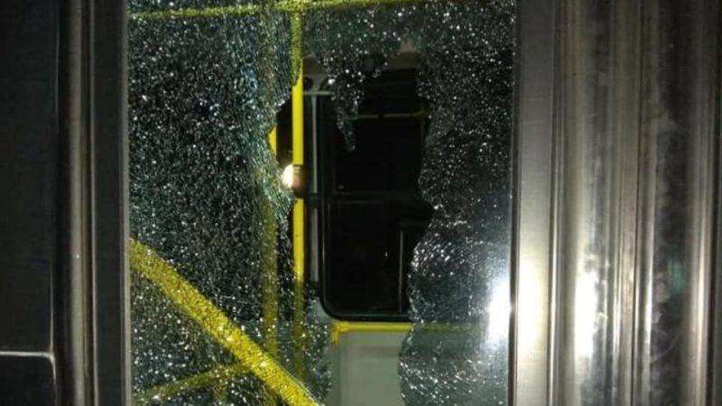 Χωρίς λόγο και αφορμή , επίθεση σε λεωφορείο της ΡΟΔΑ στους Αγίους Αποστόλους
