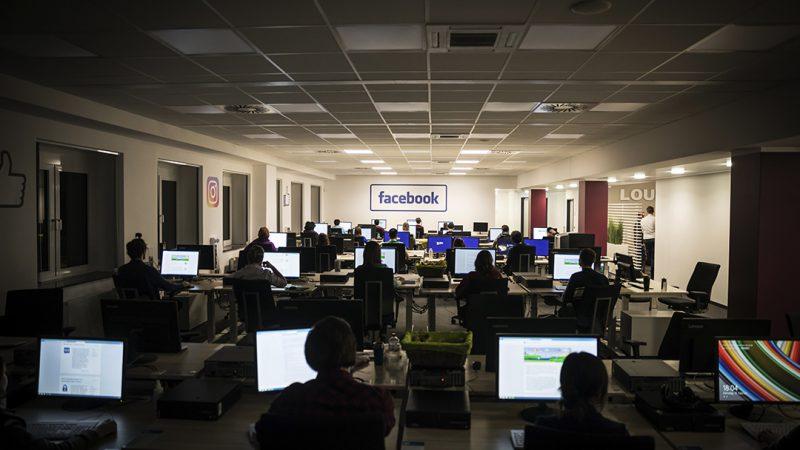 Οι 800 «λογοκριτές» του Facebook στο Μοσχάτο