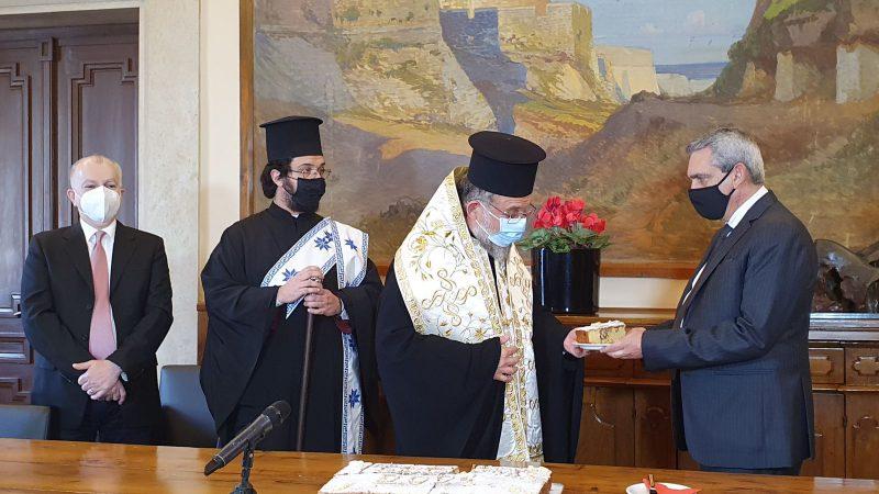 Το φλουρί της Πρωτοχρονιάτικης Βασιλόπιτας της Περιφέρειας αξίας  15.000 ευρώ στη Διεύθυνση ΒΘμιας Εκπαίδευσης