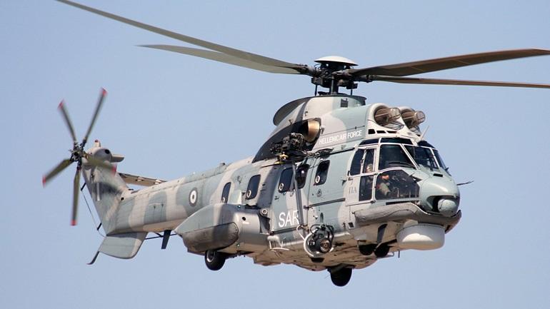 Σε περιπέτειες λόγω καιρού έπεσε Super Puma με τραυματία τροχαίου από την Κάλυμνο. Πάλεψαν και τα κατάφεραν.