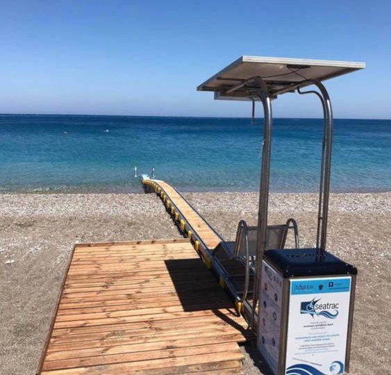 video – Τοποθετήθηκε ο διάδρομος πρόσβασης ΑΜΕΑ – seatrαk στην παραλία Mediterranian
