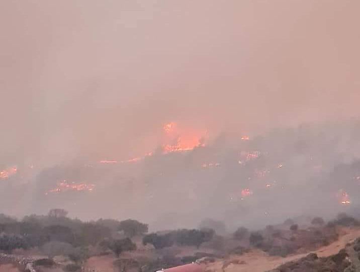 Καίγεται η Κάρπαθος . Ζητούν βοήθεια οι κάτοικοι