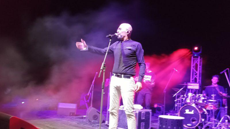 "video – Ο Βαλάντης τραγούδησε  για τον Δημήτρη Γιαννακά. ""οι καλλιτέχνες στηρίζουμε αυτές τις προσπάθειες"""